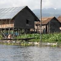 """Scène de vie quotidienne dans les villages • <a style=""""font-size:0.8em;"""" href=""""http://www.flickr.com/photos/22252278@N05/32994896825/"""" target=""""_blank"""">View on Flickr</a>"""