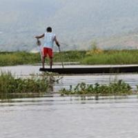 """... pendant que les vrais pêcheurs bossent depuis longtemps • <a style=""""font-size:0.8em;"""" href=""""http://www.flickr.com/photos/22252278@N05/32150212804/"""" target=""""_blank"""">View on Flickr</a>"""