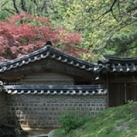 "Changdeokgung • <a style=""font-size:0.8em;"" href=""http://www.flickr.com/photos/22252278@N05/21936619892/"" target=""_blank"">View on Flickr</a>"