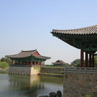 "Gyeongju  étang Anapji • <a style=""font-size:0.8em;"" href=""http://www.flickr.com/photos/22252278@N05/21849018464/"" target=""_blank"">View on Flickr</a>"