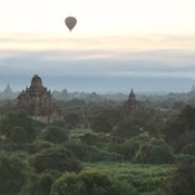 "Bagan, montgolfières sur les temples • <a style=""font-size:0.8em;"" href=""http://www.flickr.com/photos/22252278@N05/31747965874/"" target=""_blank"">View on Flickr</a>"