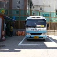 "Ulleungdo : le bus • <a style=""font-size:0.8em;"" href=""http://www.flickr.com/photos/22252278@N05/22309695465/"" target=""_blank"">View on Flickr</a>"