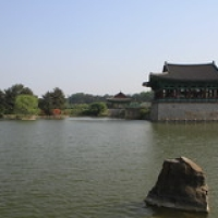 "Gyeongju  étang Anapji • <a style=""font-size:0.8em;"" href=""http://www.flickr.com/photos/22252278@N05/22445733146/"" target=""_blank"">View on Flickr</a>"