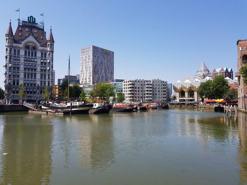 sur les bords de la Meuse à Rotterdam
