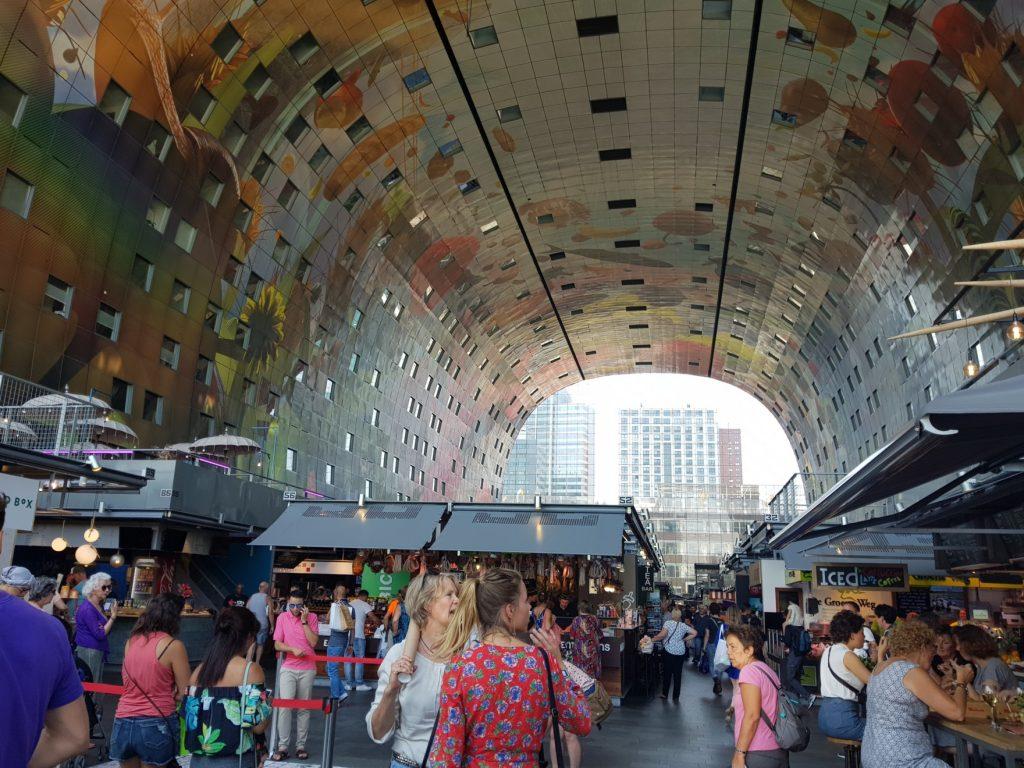 0 l'intérieur du Markthal à Rotterdam